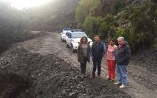 Ayuntamiento y Diputación abren la carretera de Peñalba tras un nuevo desprendimiento causado por las lluvias