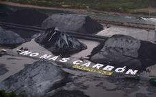 Mensaje reivindicativo de Greenpeace en El Musel: «No más carbón»