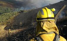 Controlado el incendio intencionado declarado este lunes en Folgoso de la Ribera