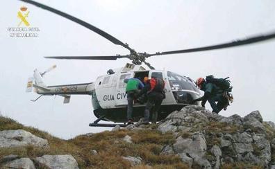Rescatan un montañero guipuzcuano que sufrió una caída de 30 metros del Pico Bustil