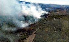 Un incendio intencionado en Barrios de Luna se encuentra activo en la provincia