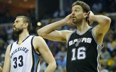 La NBA advierte a los jugadores de que deben escuchar el himno de EE UU de pie