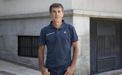 El cántabro Marcos Pereda presenta en Ponferrada un libro sobre la figura del ciclista segoviano 'Perico' Delgado