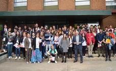 Visita de los alumnos del Grado de Magisterio al Colegio Peñacorada