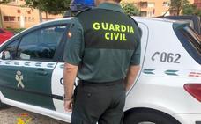La Guardia Civil detiene en Trobajo a un hombre acusado de dos robos