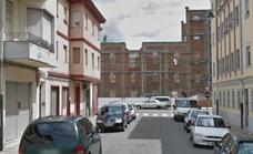 Los vecinos del barrio de La Vega recogen firmas tras haber sido multados por aparcar en sus calles