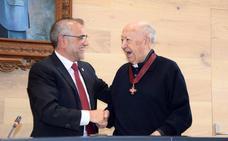 La Bañeza rinde homenaje a Álvaro Huerga