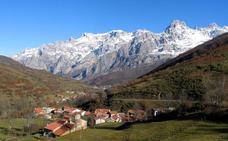 Tejerina se compromete a devolver a los pueblos de Picos de Europa «su esfuerzo por conservar ese patrimonio»