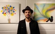 El artista leonés Alvar presenta en Santa María del Páramo su nueva exposición titulada 'Explosión de color'
