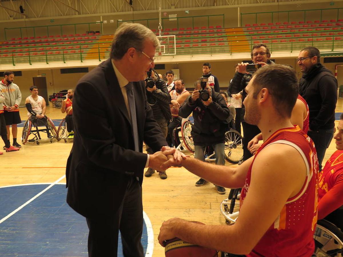 La selección española de basket en silla de ruedas se entrena en León