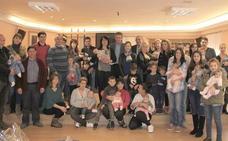 Valencia de Don Juan entrega los cheques bebes a 13 nuevos coyantinos