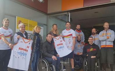 La alcaldesa de San Andrés visita a la selección española de baloncesto