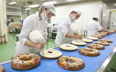 Más de trescientos pasteleros elaboran los 600.000 roscones que comercializa El Corte Inglés