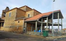 Villasabariego exige a la propietaria del solar anejo a la iglesia una edificación «adecuada al entorno»
