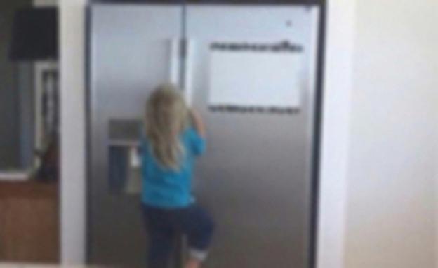 Con el mismo vídeo, Elsa Pataky es criticada, Chris Hemsworth, alabado