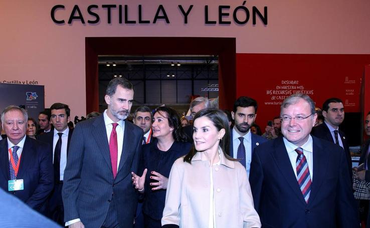 Los Reyes visitan el stand de Castilla y León en la inauguración de Fitur 2018