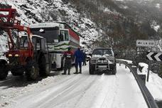 La nieve cierra cuatro carreteras en León, Ávila y Salamanca, obliga a circular con cadenas en 18 zonas