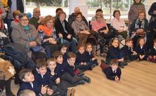El colegio Peñacorada rinde una fiesta-homenaje para reconocer la labor de los abuelos