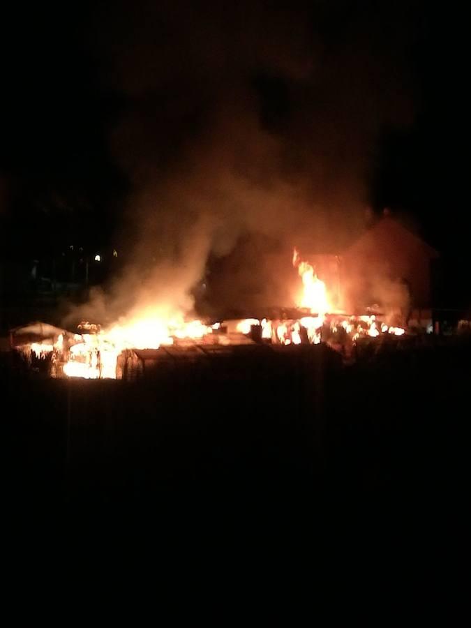 Arde una nave agrícola en Villaobispo