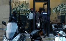 El tatuador de San Sebastián acusado de abusos sexuales declara ante el juez por 14 denuncias