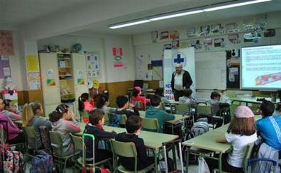 Las Cortes instan a facilitar el vínculo cultural con León de niños residentes en el extranjero