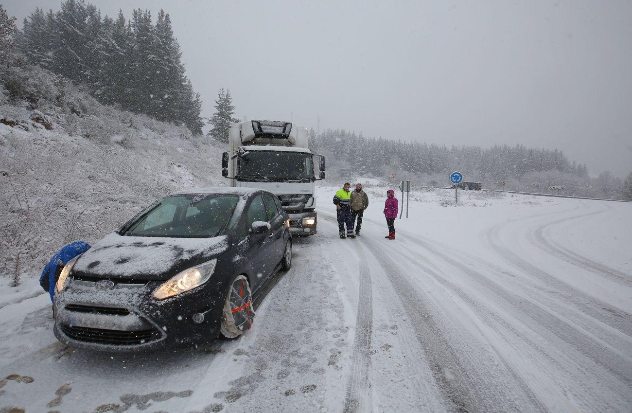 Nieve sobre el asfalto