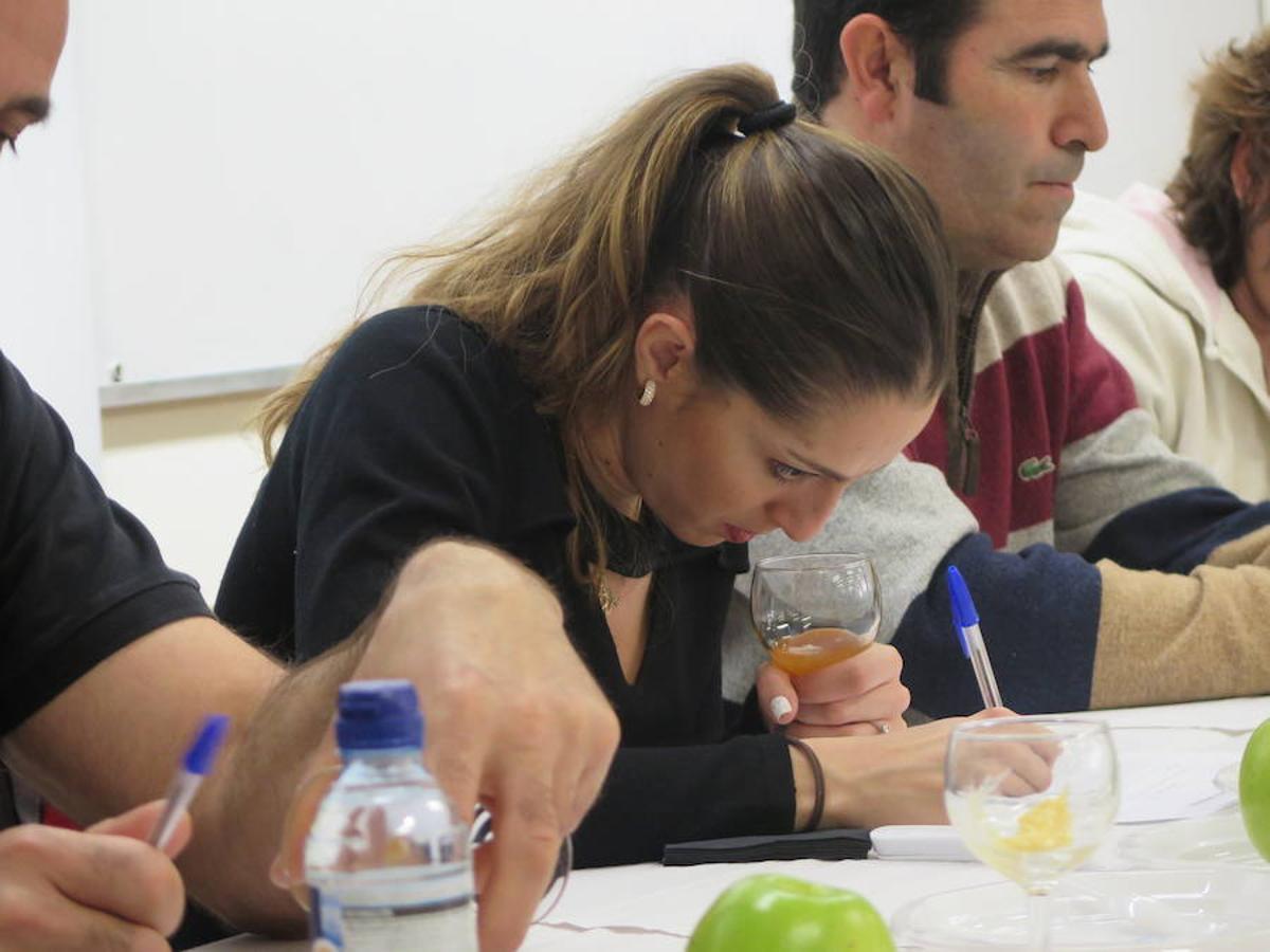 Cata de miel en la Universidad con Carolina Rodríguez