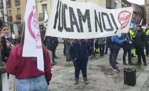 Los estudiantes trasladan hasta el Ayuntamiento su rechazo a la llegada de la llegada del «chiringuito privado» de la Ucam