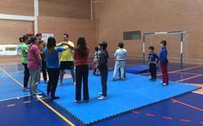 La escuela de lucha leonesa de San Andrés arranca con una docena de alumnos