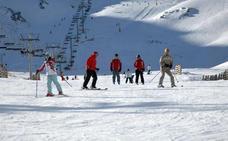 Las estaciones de esquí leonesas alcanzan los 2.036 usuarios durante este fin de semana
