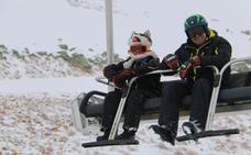 El temporal no impide que 2.100 esquiadores disfruten de las pistas leonesas