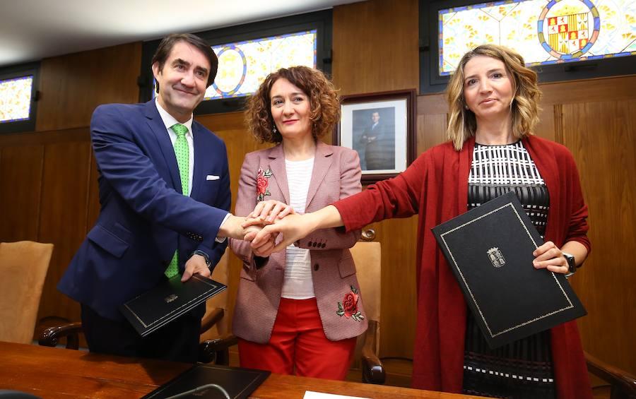 Firma del conveno para la gestión del parque público de alquiler social de Ponferrada