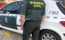 La Guardia Civil detiene dos veces a dos hombres que acababan de hurtar en un supermercado de Valderas