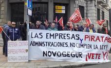 Los trabajadores de Novosegur denuncian precariedad y llevan su protesta a la calle