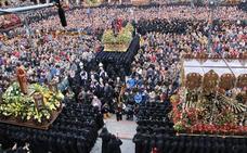 Los 4.500 'hermanitos' de Jesús, con la mirada puesta en el cielo