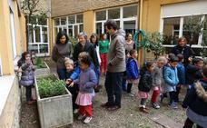El Ayuntamiento acondiciona un huerto en el colegio González de Lama para disfrute de los alumnos