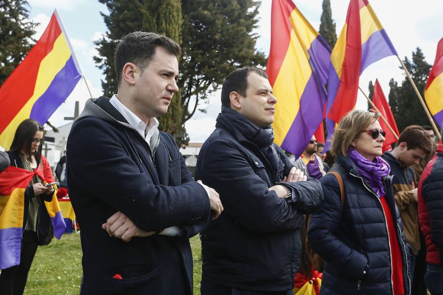 Celebración del aniversario de la República en el cementerio de León