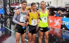 Sergio Sánchez 'vuela' para subir al podio de la Media Maratón de Gijón