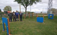 Santa María del Páramo estrena su nueva zona de esparcimiento canino