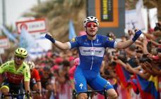 Elia Viviani gana el primer esprint del Giro