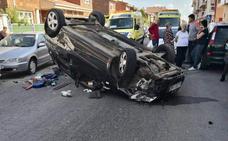 Dos heridos tras una colisión entre dos turismos en Navatejera