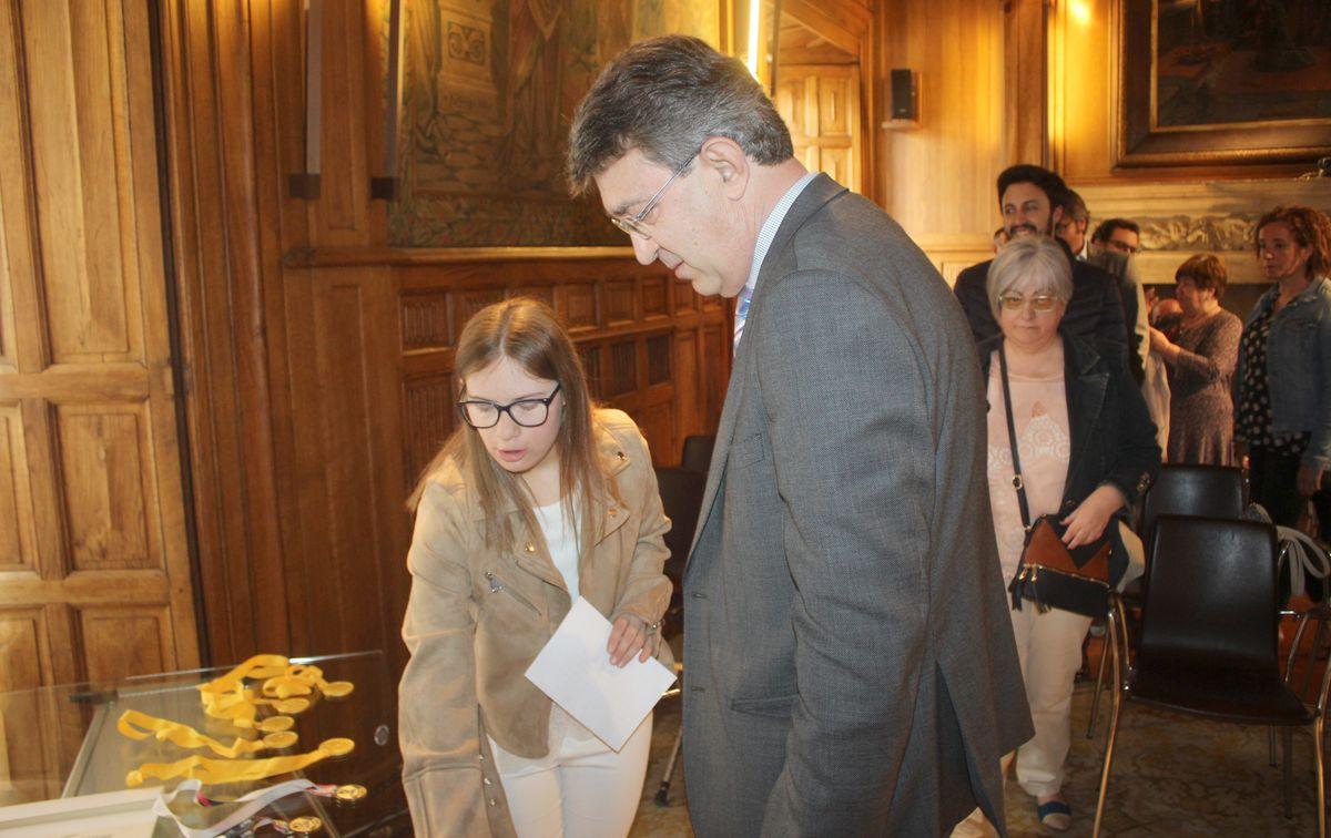 Camino Martínez recibe el cariño de la Diputación de León