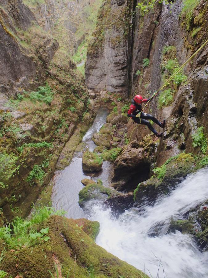 Aventura y Turismo con Kayak Pico Azull
