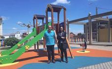 Santa Maria del Páramo ultima las obras para disponer de un nuevo parque infantil en el municipio