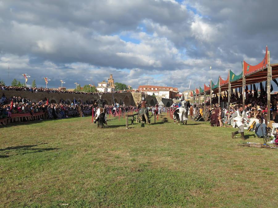 Tradicional representación de las Justas medievales en Hospital de Órbigo