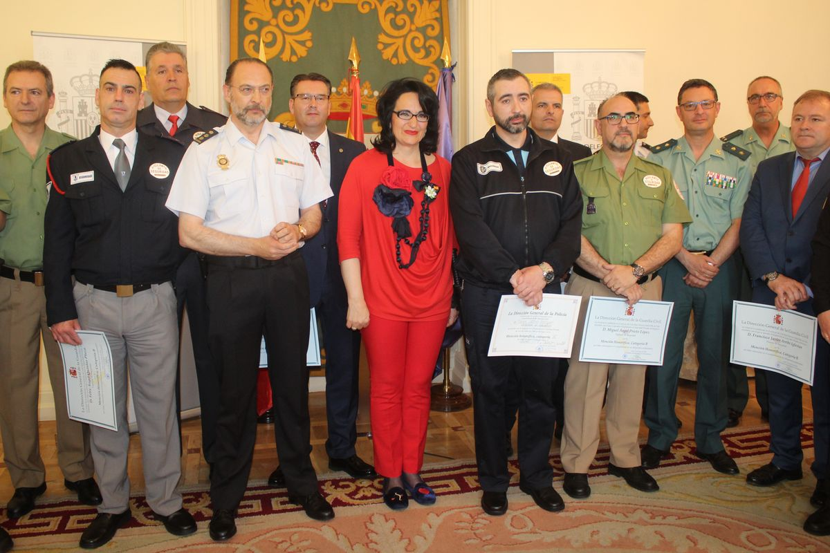 Catorce vigilantes reciben menciones honoríficas