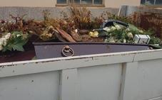El PP de San Andrés exige responsabilidades tras aparecer un ataúd tirado en un contenedor en el cementerio de Trobajo