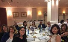 Más de un centenar de personas entre alumnos y profesores del centro María Auxiliadora se dieron cita en una cena de gala