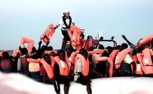 León esperará a «lo que marque el Gobierno» sobre la acogida de algunos de los refugiados del Aquarius