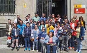 Subdelegación recibe la visita de una veintena de jóvenes de Amidown León